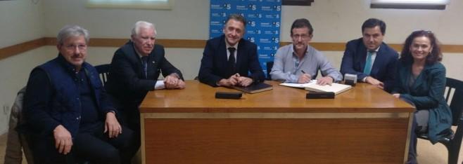 La Asociación de Comerciantes firma un convenio de colaboración con el Banco de Sabadell.